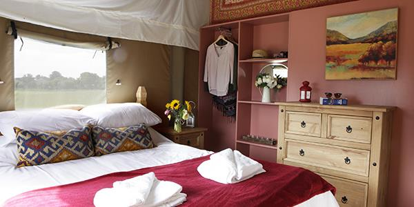 Glamping bedroom red decor